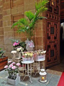 Floristería La Plaza. Cangas del Narcea. Asturias. Sin duda alguna, nuestra especialidad son las decoraciones florales para bodas. Las flores para estos eventos las recibimos directamente de Holanda, lo que garantiza la máxima frescura y una calidad superior.  Nuestros ramos de novia son exclusivos.