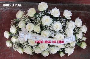 Centro ovalado de rosas blancas 140€
