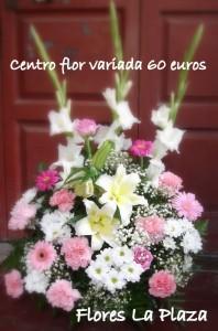 Centro flor variada una cara en tonos claros 60€